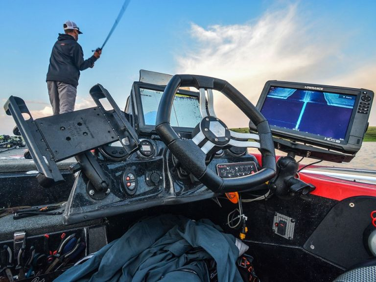 What is Fish Reveal and How to Capitalize on it with Mike Iaconelli - Earlier this year Lowrance released a software update that enhances the Elite Ti, HDS Carbon and HDS Gen3. Usually, software updates are not flashy or groundbreaking. They generally help the unit run better, but this one was different. Included in the new software was something very exciting, FishReveal smart target viewing.
