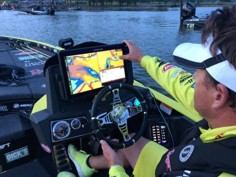 What HDS LIVE Changed for Three Western Pros - The newest addition to the Lowrance HDS line of chartplotters is the HDS LIVE. The new units are capable of many things that the previous generations couldn't do... Skeet Reese, Roy Hawk and Luke Clausen reveal how its changed their fishing.