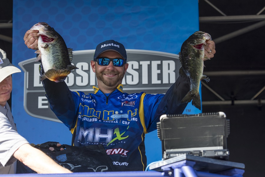 Three rigs for bass on beds with brandon lester for Bed fishing for bass